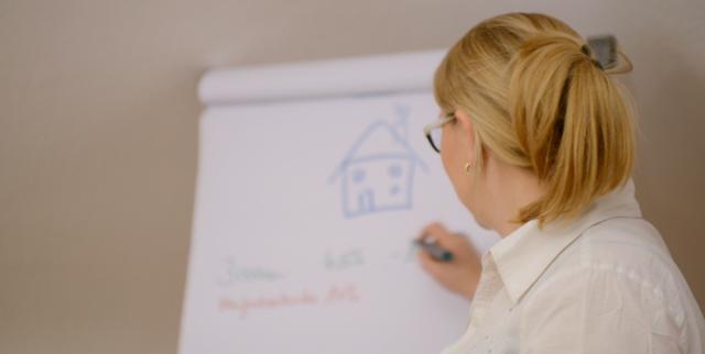 Anette Weiß im Onlinekurs Finanzbildung